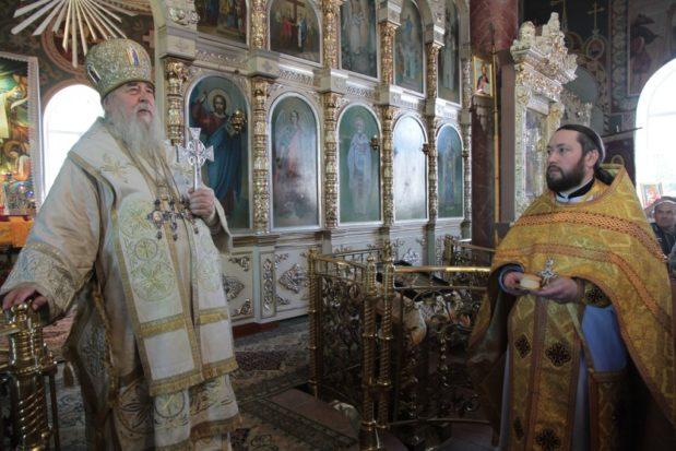 В день 50-летия священнической хиротонии митрополит Ириней посетил Синельниковское благочиние