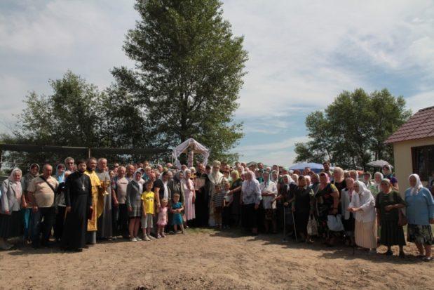 В Неделю Всех святых митрополит Ириней посетил храм в честь равноап. Константина и Елены по ул. Моторной г. Днепра