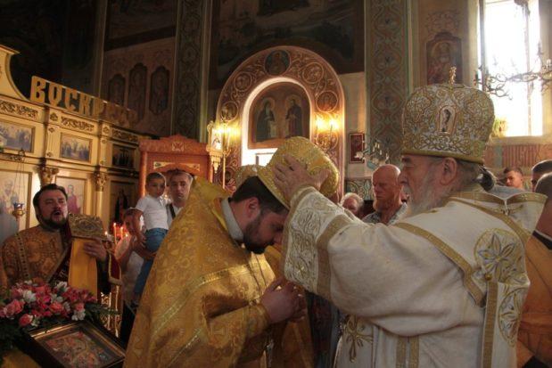 В Неделю 7-ю по Пятидесятнице митрополит Ириней совершил Литургию в Свято-Николаевском храме на Монастырском острове